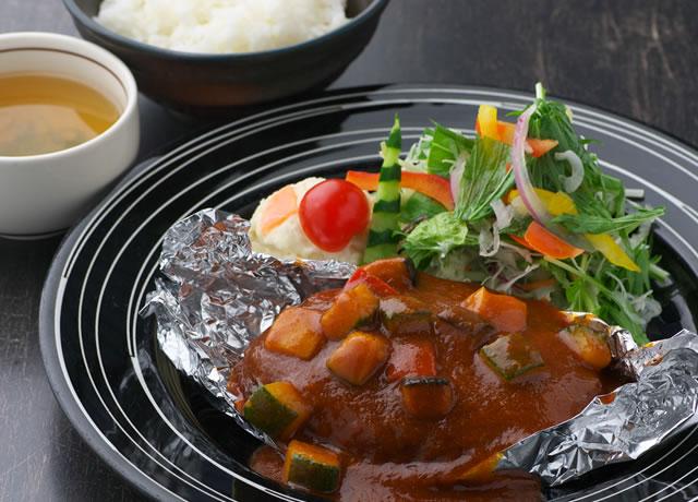 里の野菜たっぷり煮込みハンバーグ定食